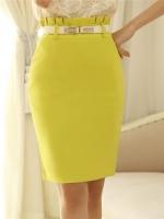 กระโปรงทำงานสีเหลืองทรงเอเข้ารูป ผ้าสเปนเด็กซ์มีซับใน เอวสูงจับจีบ ซิปหลัง พร้อมเข็มขัดสีขาว