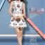 ชุดเดรสสั้นสีขาวลายดอกไม้สวยหรู คอประดับคริสตรัส แขนกุด สไตล์เกาหลี ไซส์ M thumbnail 2