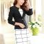 เสื้อสูททำงานผู้หญิง สีดำ คอจับจีบ แขนยาว กระดุม 1 เม็ด เอวเข้ารูป แต่งกระเป๋าหลอก ผ้าโพลีเอสเตอร์ มีซับใน ไซส์ L thumbnail 2