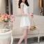 ชุดไปงานแต่งงานสวย น่ารัก สีขาว ผ้าซีทรูซับในด้วยผ้าไหมเกาหลี คอลูกไม้ แขนกุด ด้านหลังผูกโบว์สวยเก๋ๆ เอวเข้ารูป ซิปข้าง ขนาดไซส์ M thumbnail 4
